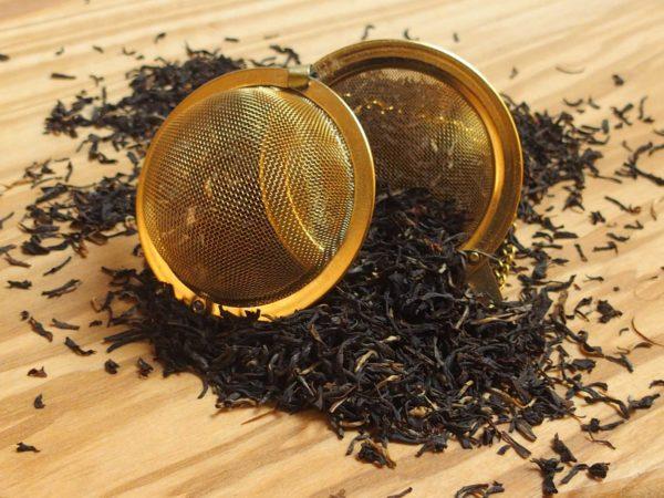 Storbladet økologisk Assam te der kendetegnes af krydret og let maltet smag.