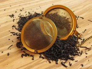 Ceylon te fra Sri Lanka med lange blade. Koffeinen trukket ud af bladene men den fine klassiske Ceylon smag er bibeholdt.