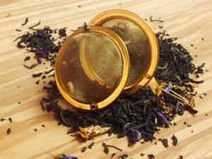 Sort grund te fra Indien og Kina. Teen er tilsat naturlig bergamot olie og jasminblomst blandet med fine rene teer så som Keemun, Darjeeling og Nilgiri.