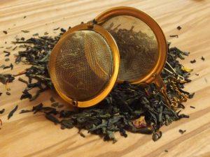 En mild te med en fin aromatisk eftersmag. Blandingen består af sort og grøn te, tilsat jasmin, solsikke og rosenblomster.