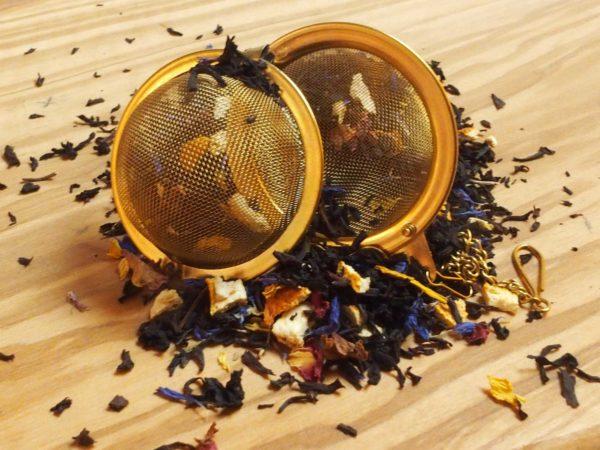 En af vores mest solgt teblandinger. En dejlig let sødlig te medsmag af vanille og orange.Teen indeholder desuden blå kornblomster og rosenblade. En te man altid vender tilbage til og som dine gæster vil elske.