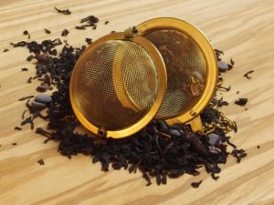 Denne lidt specielle te der er tilsat chokolade stykker, er let sødlig og dejlig cremet. Den egner sig godt til at blande med andre teer. Tilsæt f.eks. lidt i din fløde te, karamel te eller måske en helt anden af dine teer.