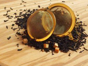 Sort te iblandet små karamelstykker. Teen har en dejlig duft og en kraftigere karamel smag samt sødme.