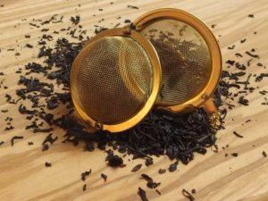 Sort grund te fra Indien, Ceylon og Kina. Teen er tilsat naturlig bergamot olie og blandet med en kraftig grøn kinesisk Gundpowder.