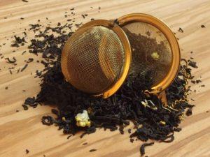 Sort grund te fra Indien, Ceylon og Kina. Dette er en af vore milde lakrids teer. Teen indeholder bl.a. naturlig anis og hyldeblomst hvilket sikre en klar lakridssmag der afrundes med let sødme fra hyldeblomsten.