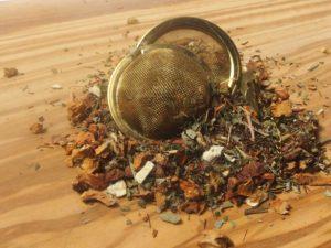 Urte te bestående rooibos, æblestykker, brombærblade,