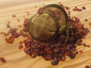 Hyben skaller kan drikkes alene eller blandes med andre urter eller teer. Smagen er let sødlig.