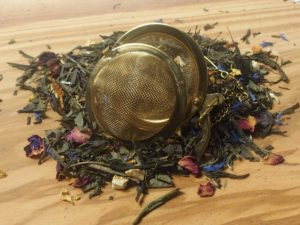 Denne milde, behagelige og bløde grønne te, har en sød cremet vanille eftersmag afrundet med en elegant sødlig orange nuance. En herlig eftermiddags- og aften te.