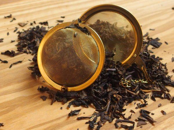 Denne te er en klassisk Oolong te som giver en blomsteragtig og krydret smag. Teen er garvesyresvag.