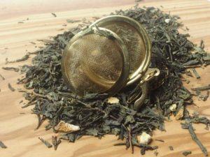 En komposition af den grønne priklende og friske citron, den friske, søde og solrige Earl grey samt den syrlige smagsfulde grape, giver denne te en perfekt blanding, som også om sommeren er excellent som tørstslukker.