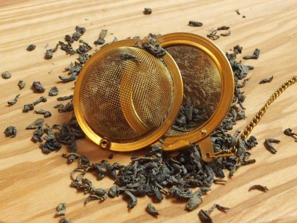 Grøn kinesisk te der har form som øjenbryn. Teen har en speciel eftersmag der minder om blommer.