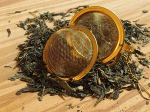 """Grøn te med naturlig ingefær stykker og aroma. Teen egener sig godt til både blandinger med lemon og fersken og til at nydes kold. En te med """"bid"""" i."""