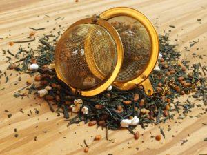 Meget udbredt te i Japan. Drikkes til sushi, kylling samt andre lettere retter. Blandingen består af: ristet og poppet ris samt Bancha teblade og er velegnet som is te