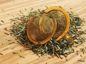 Denne kvalitets te er blandet med lysegrønne bladstængler og mørkegrøn Sencha. Denne klassiker er anderledes på grund af mindre koffein og mindre garvesyre. Mild og finkrydret i smagen.