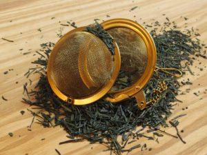 Gyokuro anses for at være en af Japans fineste teer. Teen har et meget fint forarbejdet blad, der for den største del er Broken, hvilket i Japan er et kvalitets- og smagstegn. Smagen er let krydret med en sød græsset smag.
