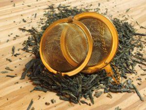 """Japanske teer indeholder flere kræftmodvirkende stoffer end kinesiske teer. Denne unikke, milde og velsmagende te er den te der har størt EGCG indhold i forhold til andre japanske og kinesiske teer, iflg. bogen """"kost mod kræft"""". Lad den trække i 8-10 min, så får man et passende udtræk af CATECHIN-MOLEKYLER."""