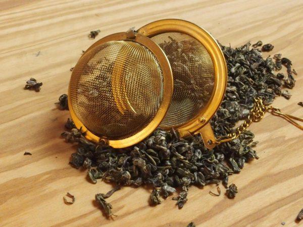 Teen er fra Zhejiang provinsen og har et spraglet blad, der giver en kompleks te med mange forskellige smagstoner. Den har gentagende gange vundet tekonkurrencer afholdt af Kinas landbrugsministerium. En raritet. Meget mild og blød i smagen.