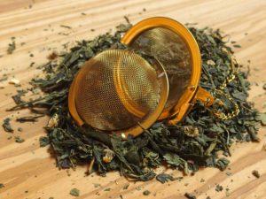 Grundteen består af en kvalitets japansk Sencha te, der er tilsat lemon stykker og den fineste naturlige lime og lemon olie der giver en friskhed og let syrlig lime eftersmag.