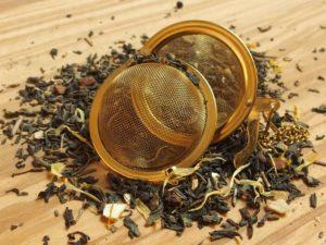 n krydret grøn te blanding med bl.a. kanel og ingefær blandet med frugtig orangeskal som sammen giver en chai inspireret sødlig blanding. ØKOLOGISK