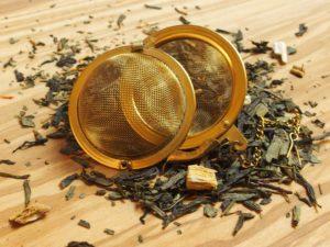 Denne friske saftige grønne rabarber te blandet med den cremede søde fløde, gør teen til en smagsoplevelse. Den udsøgte sencha basiste understreger den frugtige og cremede aroma.