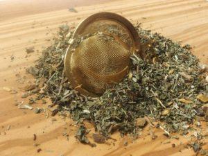 En dejlig og velsmagende urteblanding, som består af citronmelisse, pebermynteblade, lakridsrod og padderok. Vor mest solgte urte te.