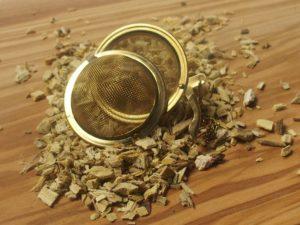 Ren lakridsrod der er skrællet og hakket. Fyldig smag med lakridssødme.
