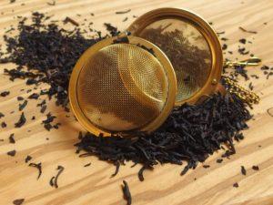 En storbladet te der er røget over pinjetræ. Smagen er krydret og røget. Bland evt. lidt af teen i din Earl Grey eller en helt anden. Kan også bruges til madlavning.