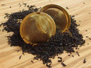 En af de populære sorte teer fra Kina. Teen giver en let sødmet smag med en note af let røg. Teen er garvesyresvag.