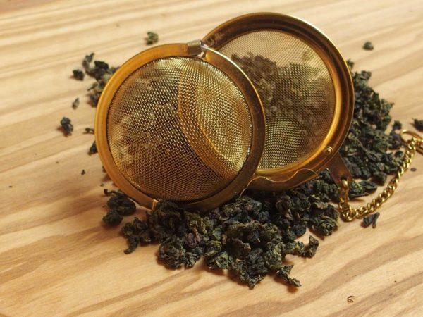 Oolong te der vendes over dampe fra kogende mælk. Mild og blød smag med et fint snert af mælk.