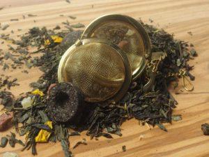 Grøn kinesisk te med Kandiserede ananasstykker, jordbærstykker, solsikkeblomster med smag af jordbær og ananas. Desuden er der Pu-Erh te, som ligner små fuglereder der opløses sammen med teen.