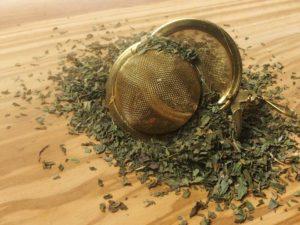 Pebermynteurtete dufter behageligt af menthol og har en krydret kølende smag. En urte te, der er kendt for sin velgørende virkning.