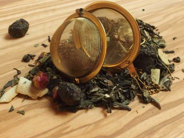 Hvid Pai Mu Tan fra Kina. Prisvindende (2010, Verdens bedste hvide Aroma Te) te med dejlig let sødme. Kirsebær, kokosflager og rosenblade. Perfekt aftente.