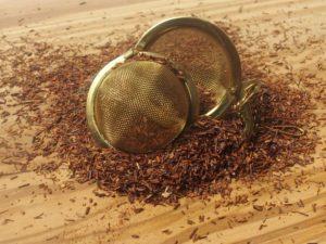 Urte te fra Sydafrika. Ren økologisk Rooibos fra Sydafrika. Let sødlig smag. Indeholder hverken koffein eller garvesyre.