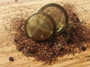 Rooibos urte te fra Sydafrika. Rooibos blandet med jordbærblade, blåbær og jordbær stykker. Frugtagtig i smagen
