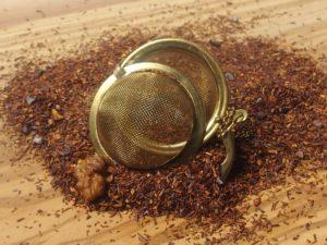 Rooibos urte te fra Sydafrika. Denne specielle blanding er tilsat chokolade, kakaostykker og VALNØD. Sødlig smag med nøddeagtig eftersmag.