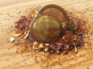 Rooibos urte te fra Sydafrika. En te for vovehalse. Frugtig orange blandet med stærk tørret chili.