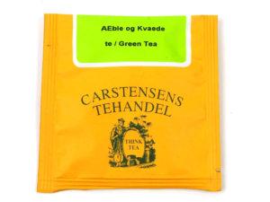 Tebrev med Grøn Æble Kvæde til undervejs eller bare til en enkelt god kop te. Grøn te fra Kina med æble og kvæde stykker. Meget populær grøn aroma te. Æble og kvæde giver en karakterfuld aroma med en herlig eftersmag. God eftermiddags- og aften te. En klassiker.
