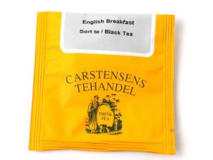 Tebrev med English Breakfast Te til undervejs eller bare til en enkelt god kop te. En fin traditionel teblanding, der henleder tankerne på de gode engelske teblandinger. Derfor har vi fulgt den engelske tradition med at blande en mellemkraftig te, der består af en frisk Ceylon te samt en krydret og maltet Assam te. Teen egener sig til at nydes med mælk.