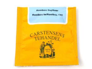 Tebrev med Rooibos Gojibær til undervejs eller bare til en enkelt god kop te. Rooibos urte te fra Sydafrika. Dejlig let sødlig blanding med Rooibos, Gojibær, tranebær, hybenskaller, kiwi, katost, ginsingurt, abrikos og granatæble. Velegnet som is te.