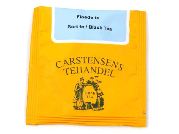 Tebrev med Sort Fløde Te til undervejs eller bare til en enkelt god kop te. En af favoritterne. Sort te tilsat flødearoma som giver en dejlig behagelig blød smag. Teen egner sig godt som eftermiddags-og aftente.