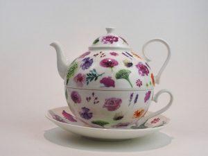 Porcelæns tekande og tekop i én. Kanden indeholder 0,7 liter, her med motiv af forskellige blomster.