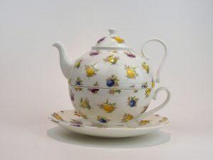 Porcelæns tekande og tekop i én. Kanden indeholder 0,7 liter, her med motiv af forskellige frugter.