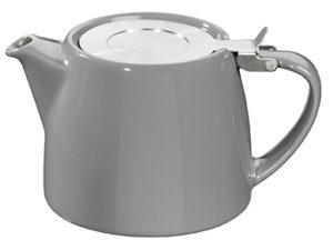 Forlife tekande (her afbilledet i grå) med metallåg, der elegant vippes op. Indeni kanden sidder en thesi i rustfrist stål - lige til at tage op, når theen har trukket færdigt. Indeholder 53 cl.