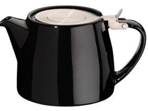 Forlife tekande (her afbilledet i sort) med metallåg, der elegant vippes op. Indeni kanden sidder en thesi i rustfrist stål - lige til at tage op, når theen har trukket færdigt. Indeholder 53 cl.