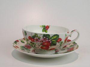 Porcelæns tekop 0,18 L med underkop med motiv af jordbær.