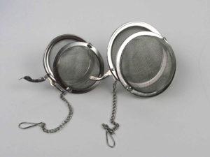 tesi med kæde der kan hænge på en kop eller kande i rustfristål