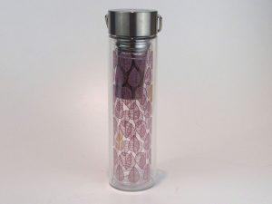 Termo isoleret Teamaker i glas, incl. stål filter og neopren bæretaske. Denne unikke Teamaker tilbereder og holder teen varm samtidig, uden du brænder dine fingre.