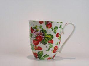 Flot porcelæns tekrus 0,6 L med motiv af jordbæroser.