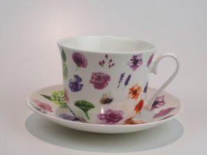 Flot porcelæns tekop med underkop 0,5 L med motiv af forskellige blomster.