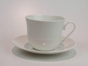Flot porcelæns tekop med underkop 0,5 L i hvid.